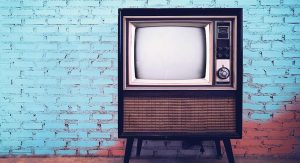 MR2325_Retro old television in vintage wall pastel color background